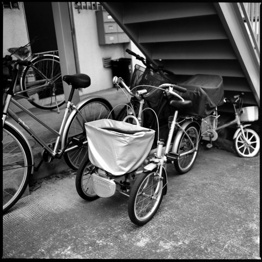 前輪が二つのタイプの三輪自転車