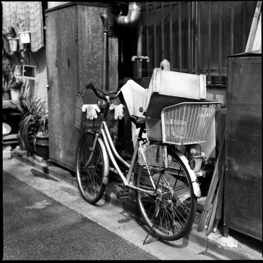 豆腐屋さんの自転車 後ろのカゴに木の箱