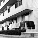 住宅街【トマト畑、布団干し、倉庫のモップ、金物店】with Planar C100mm F3.5 T*