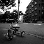 住宅街【三輪車、巻き貝の置物、2台のバイクなど】 with HASSELBLAD SWC