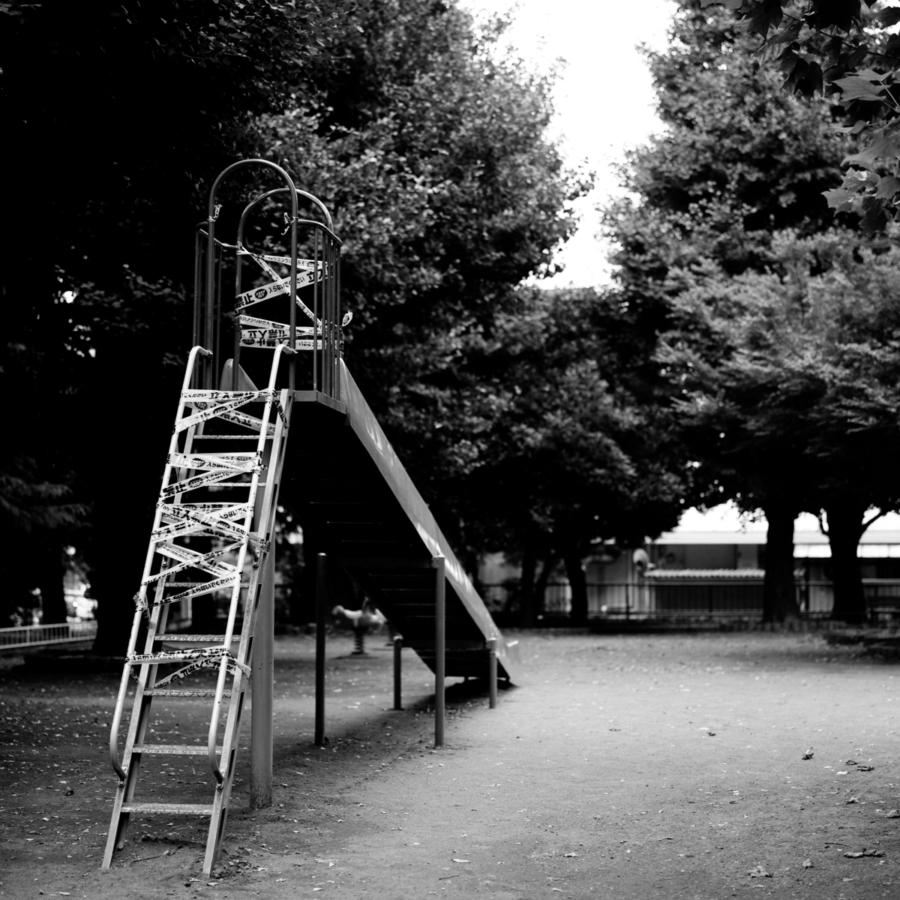 立入禁止の滑り台 はしご