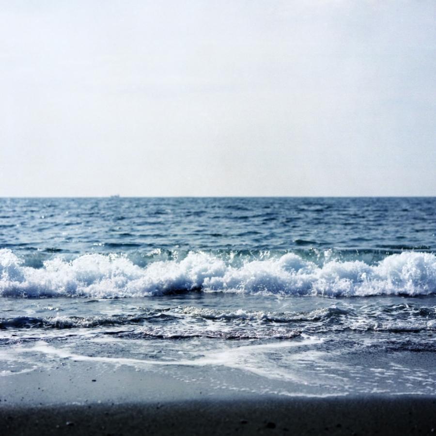 大磯 こゆるぎ浜の波