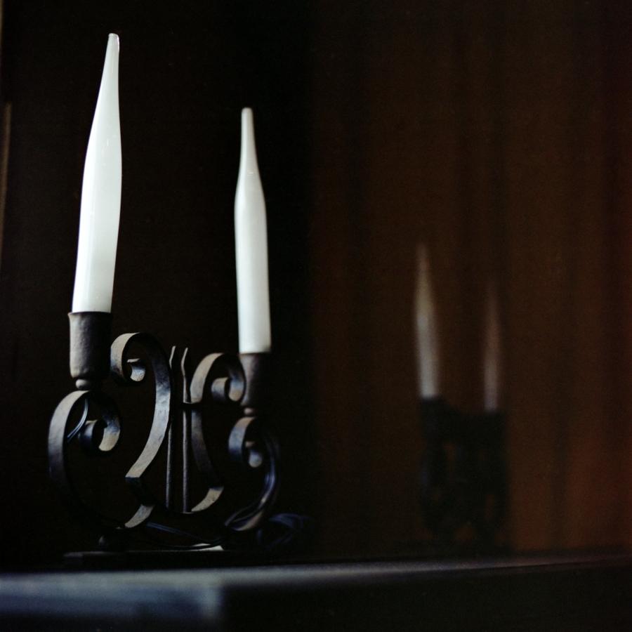 大磯エピナール ピアノの上の燭台