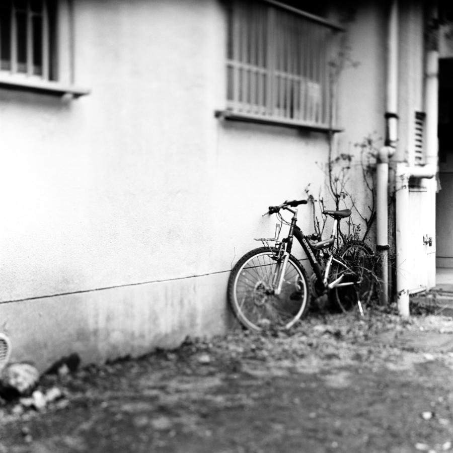 団地に放置された自転車
