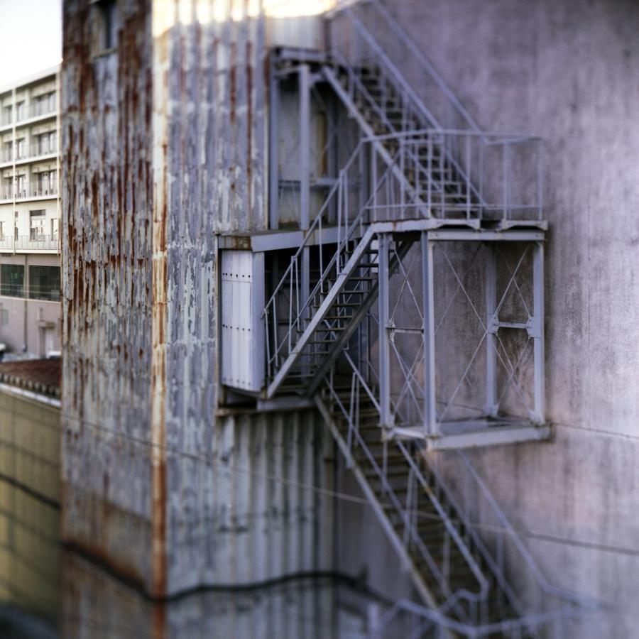 建物の非常階段