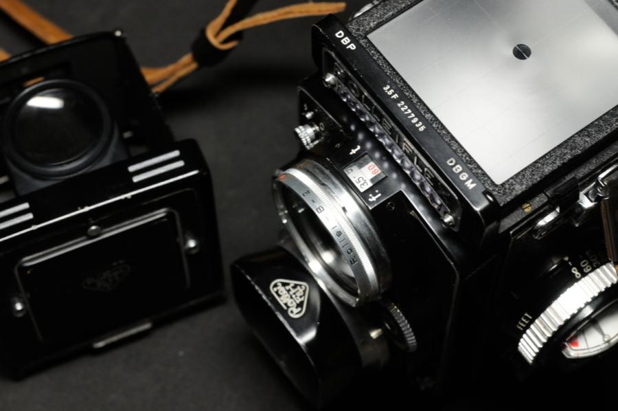 ROLLEIFLEX 3.5F Xenotar 75mm スクリーン ビューレンズに純正シルバー枠フィルター