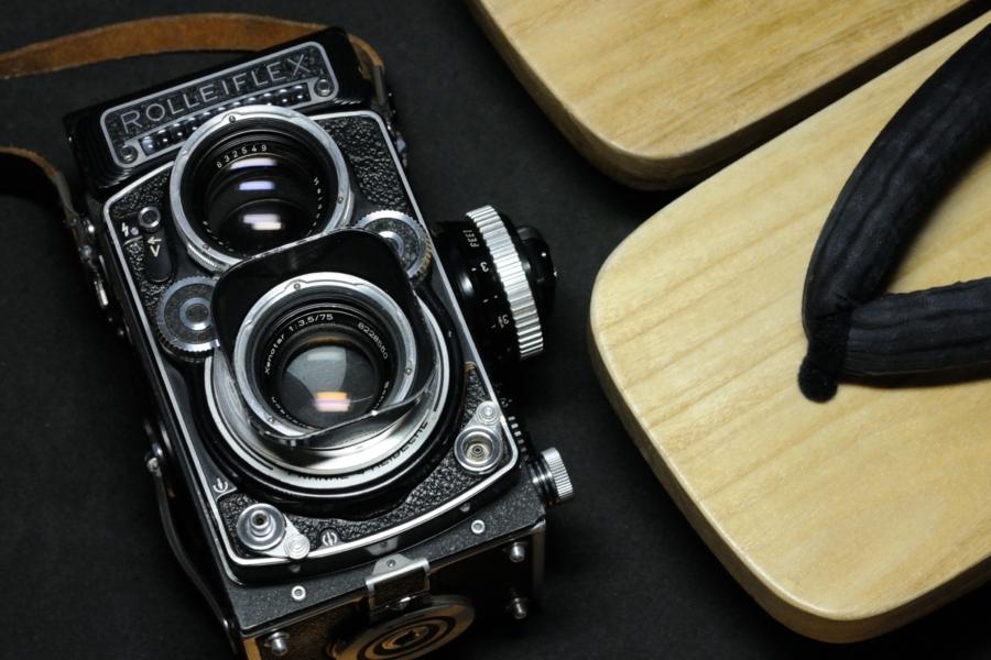 ROLLEIFLEX 3.5F Xenotar 75mm テイクレンズのフィルターを純正シルバー枠に