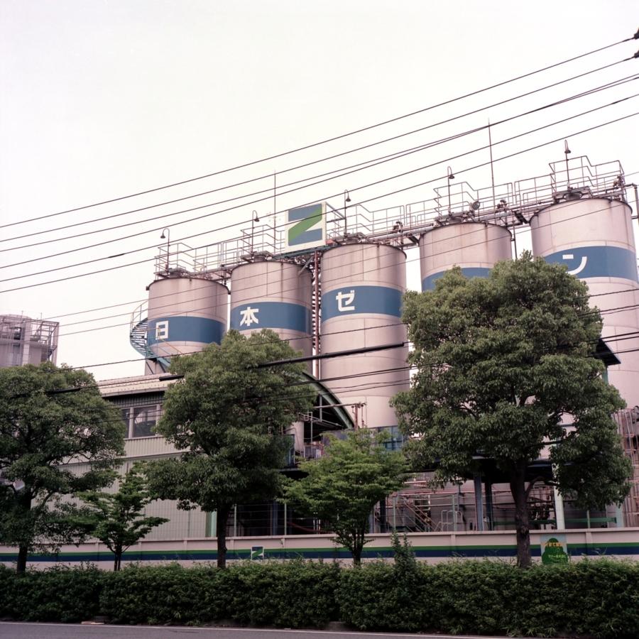 工場のタンク