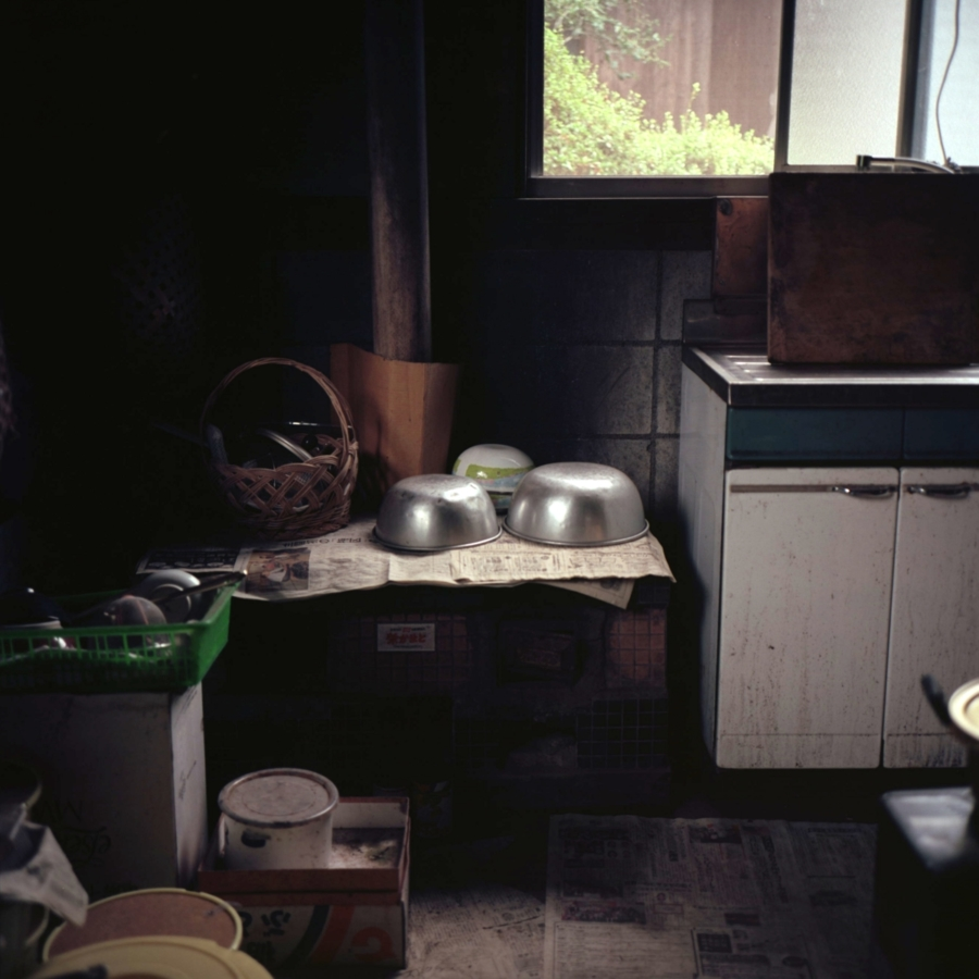 母屋の後ろに増築された土間の台所