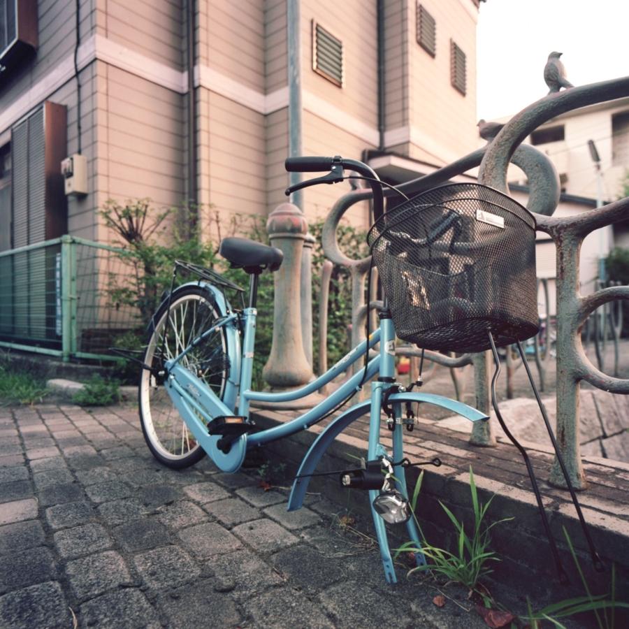 前輪のない放置自転車