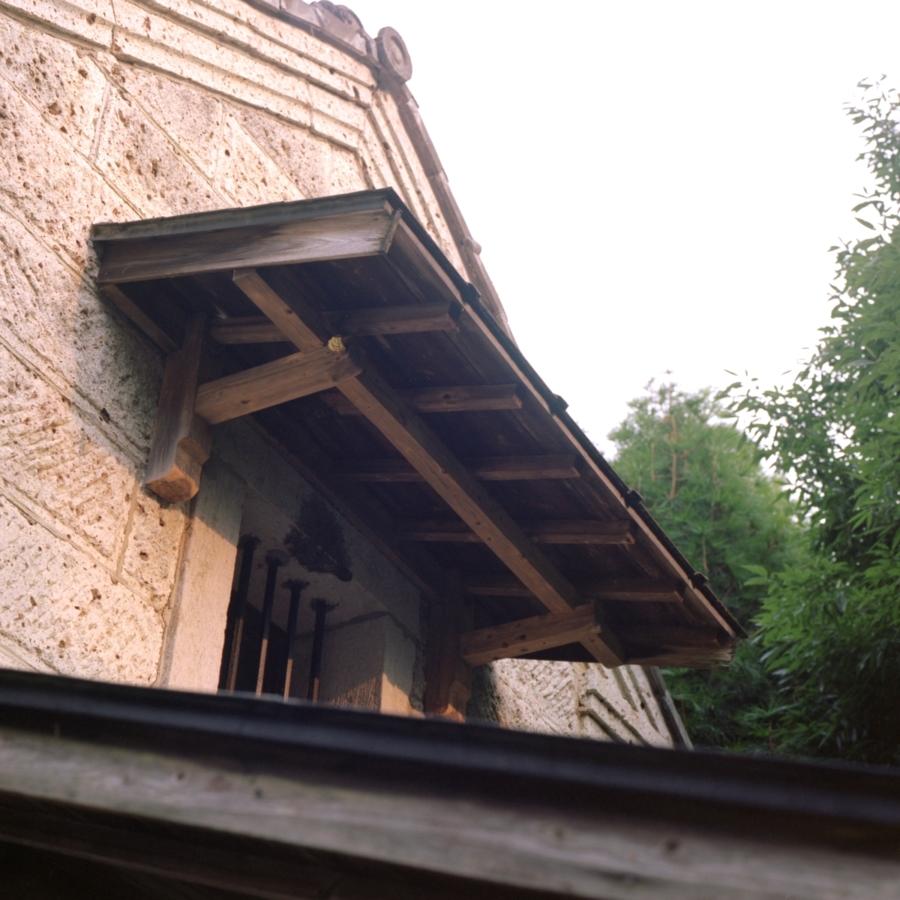 蔵の正面二階の窓