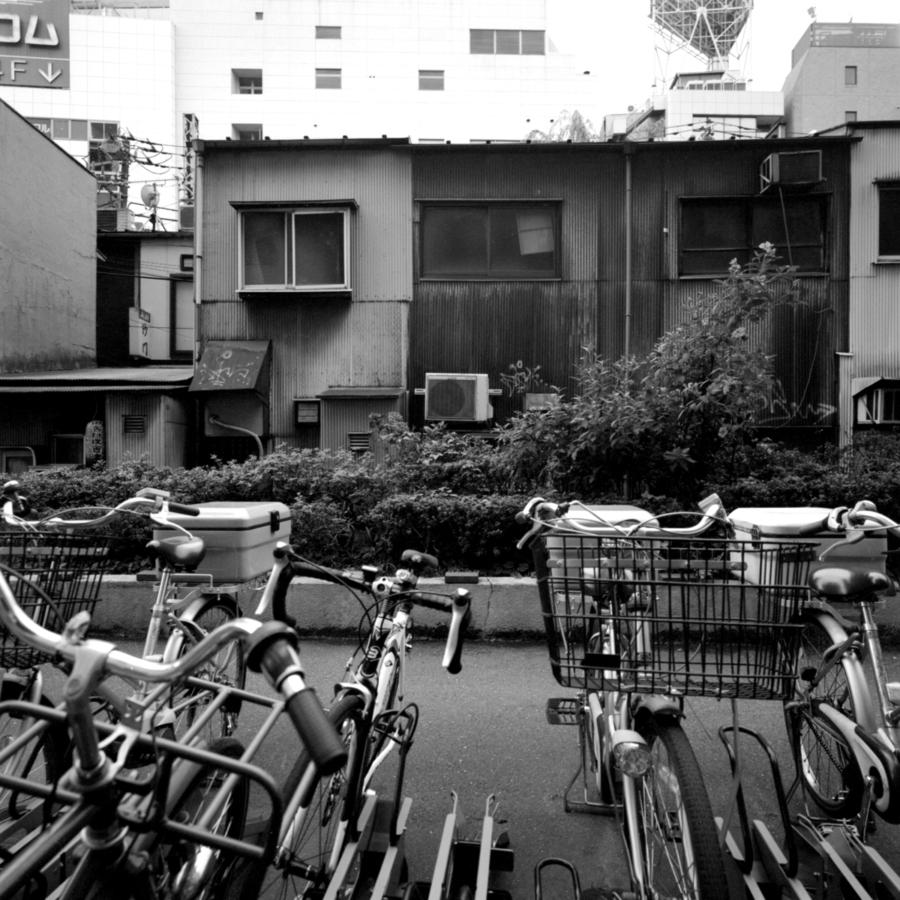 のんべい横丁 後ろの駐輪場