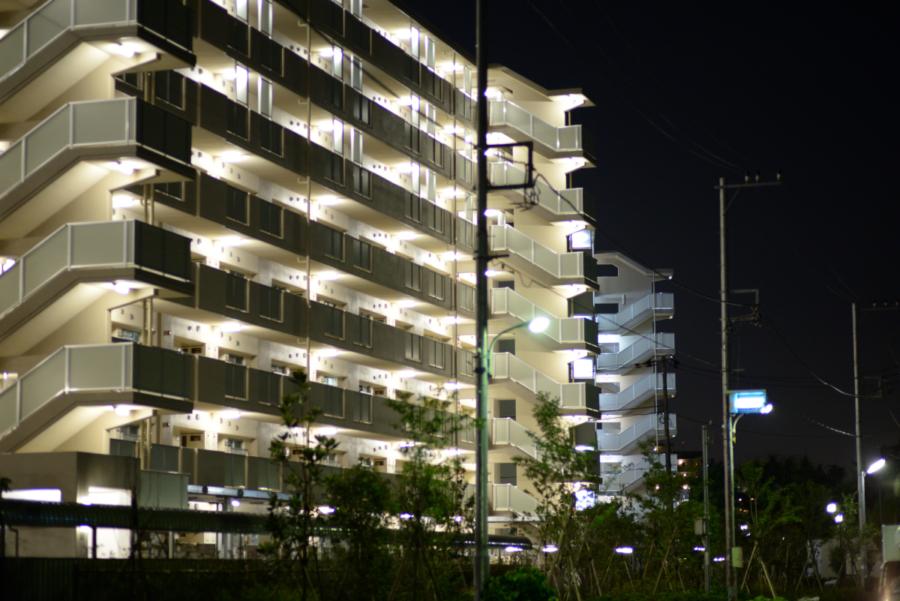団地 通路の蛍光灯
